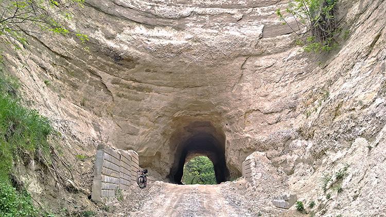 Пясъчния тунел до Любовище