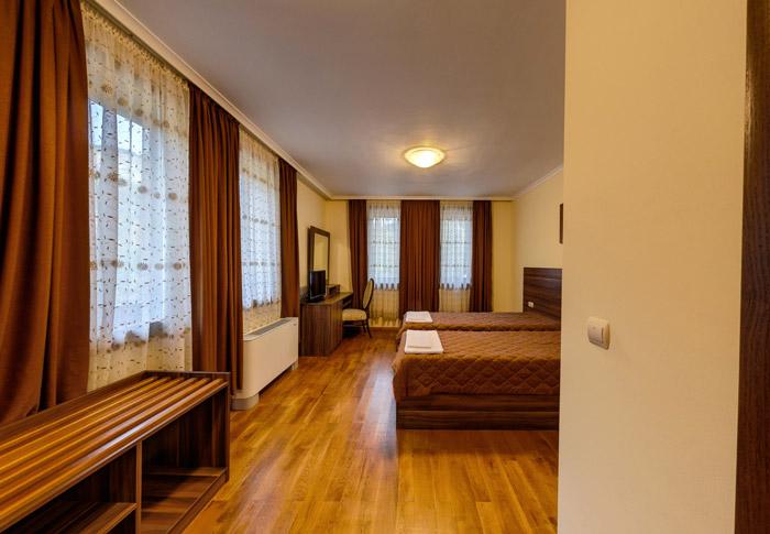 Двойна стая, Хотел Речен рай