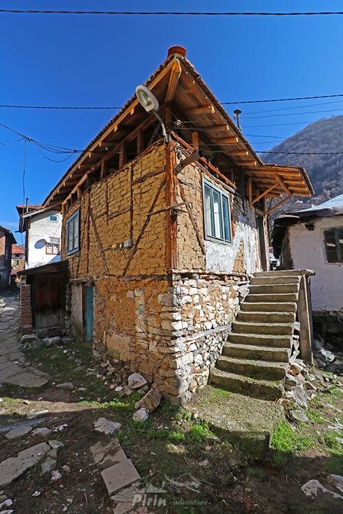 Село Пирин